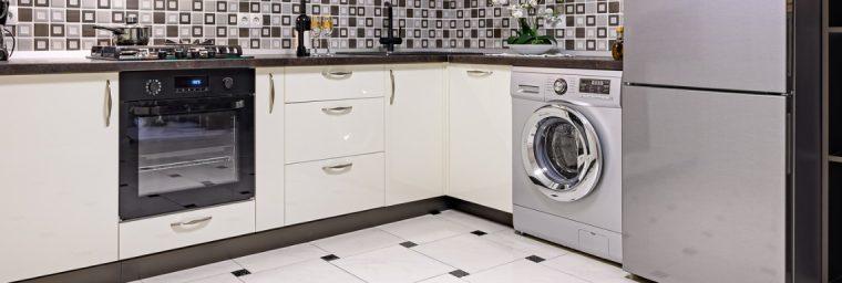 lave-linge dans cuisine